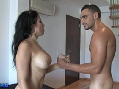 Gigi Love la animadora catalana Horny Spanish Cheerleader   brunette  horny girls  piercing  tits