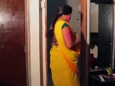 Hot Aunty Smooching and navel kiss in bath tub | aunty   bathroom